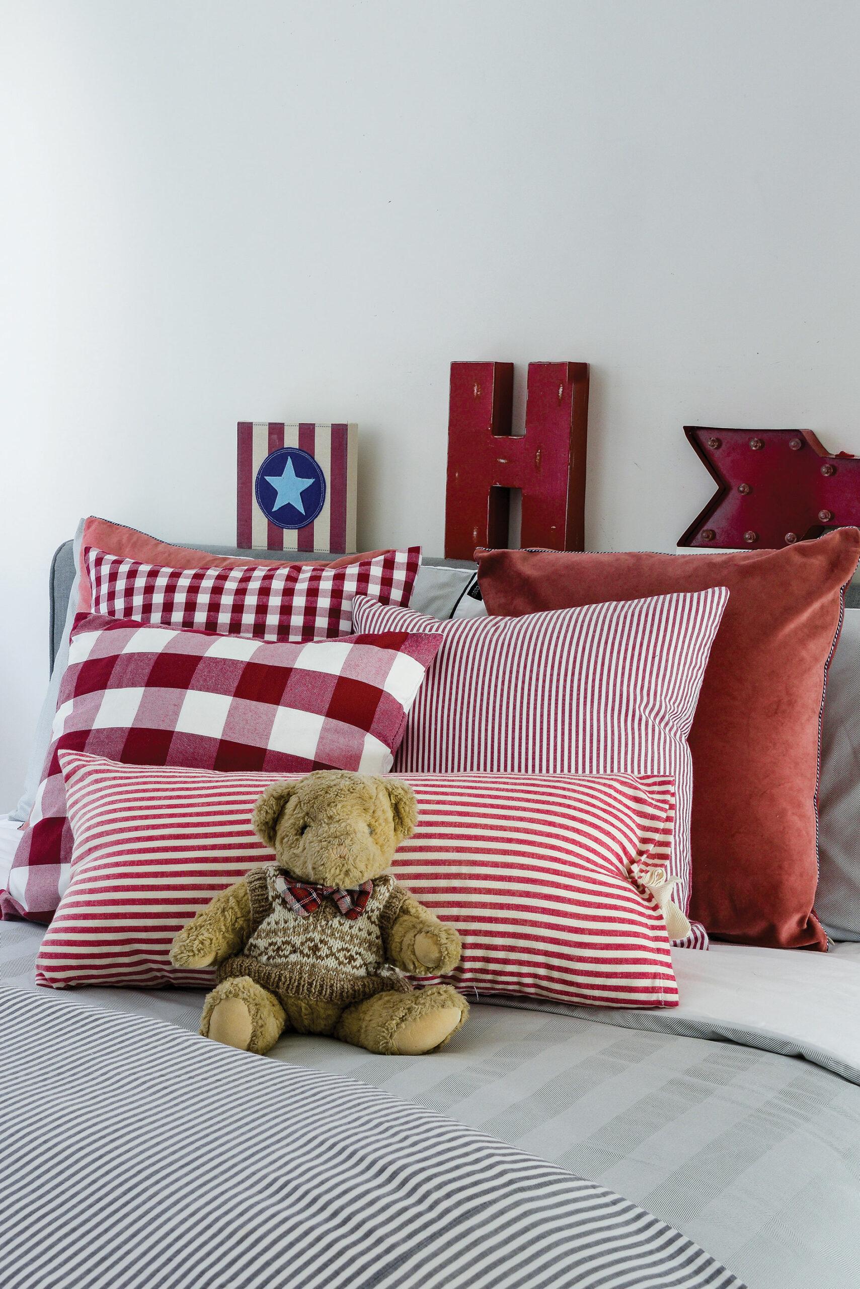 red theme kids room